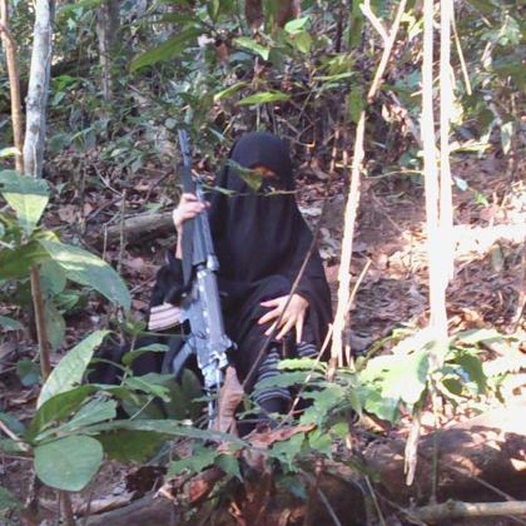 Istri Santoso Ditangkap Saat Jalan Kaki di Hutan Tambarana