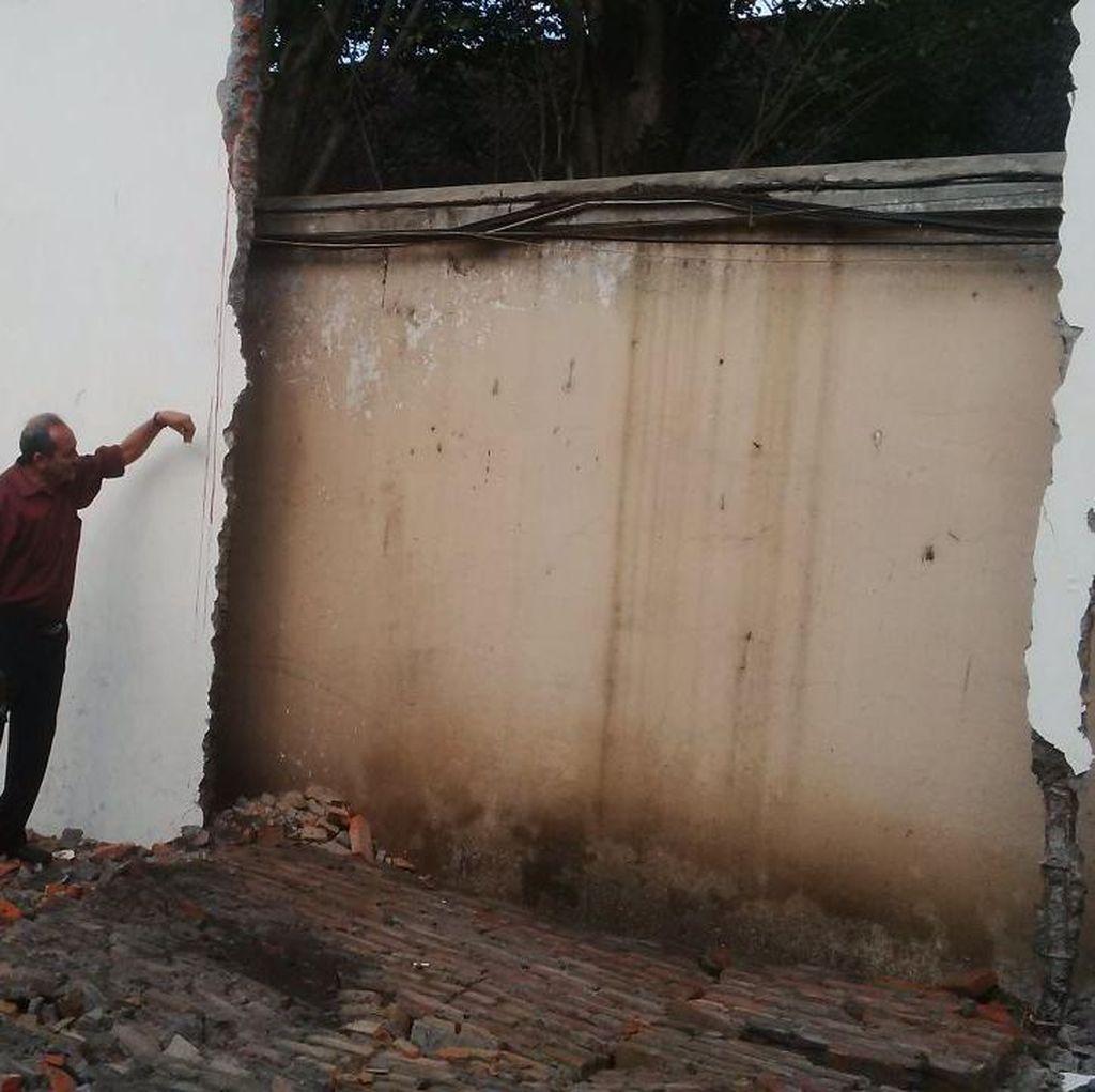 Tembok DPRD Solo Ambruk Saat Dibongkar, 1 Pekerja Tewas