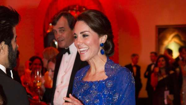 Stunning! Kate Middleton Anggun Bergaun Biru di India