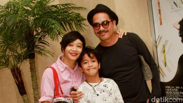 Kebersamaan Keluarga Kecil Indra Birowo