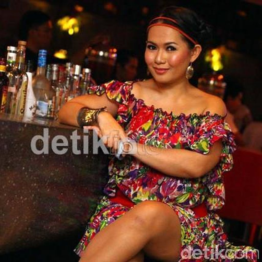 Dea Mirella Gugat Cerai Suami 23 September, Sidang Perdana 31 Oktober