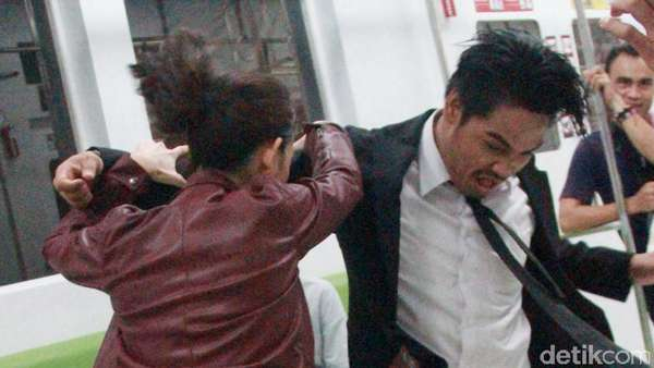 Fight! Ini Aksi Julie Estelle dan Iko Uwais di Film Pendek The Raid 2
