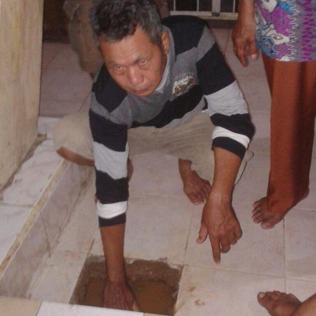 Air Panas Misterius Keluar dari Lantai Rumah Warga Rawa Badak, Bisa Rebus Telur
