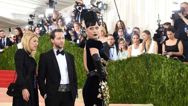 Hypnotizing! Penampilan Futuristik ala Katy Perry di Met Gala 2016