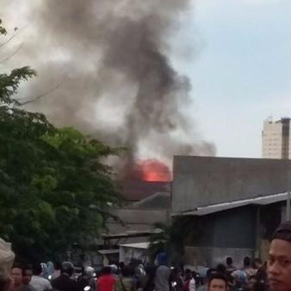 Kebakaran di Dekat Hari Hari Swalayan Penjaringan Padam, Tak Ada Korban Jiwa
