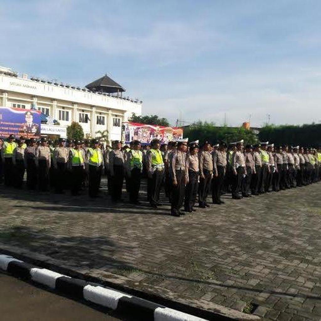 Polisi Kerahkan Tim Pengurai Kemacetan di Rest Area Tol Cikarang Utama