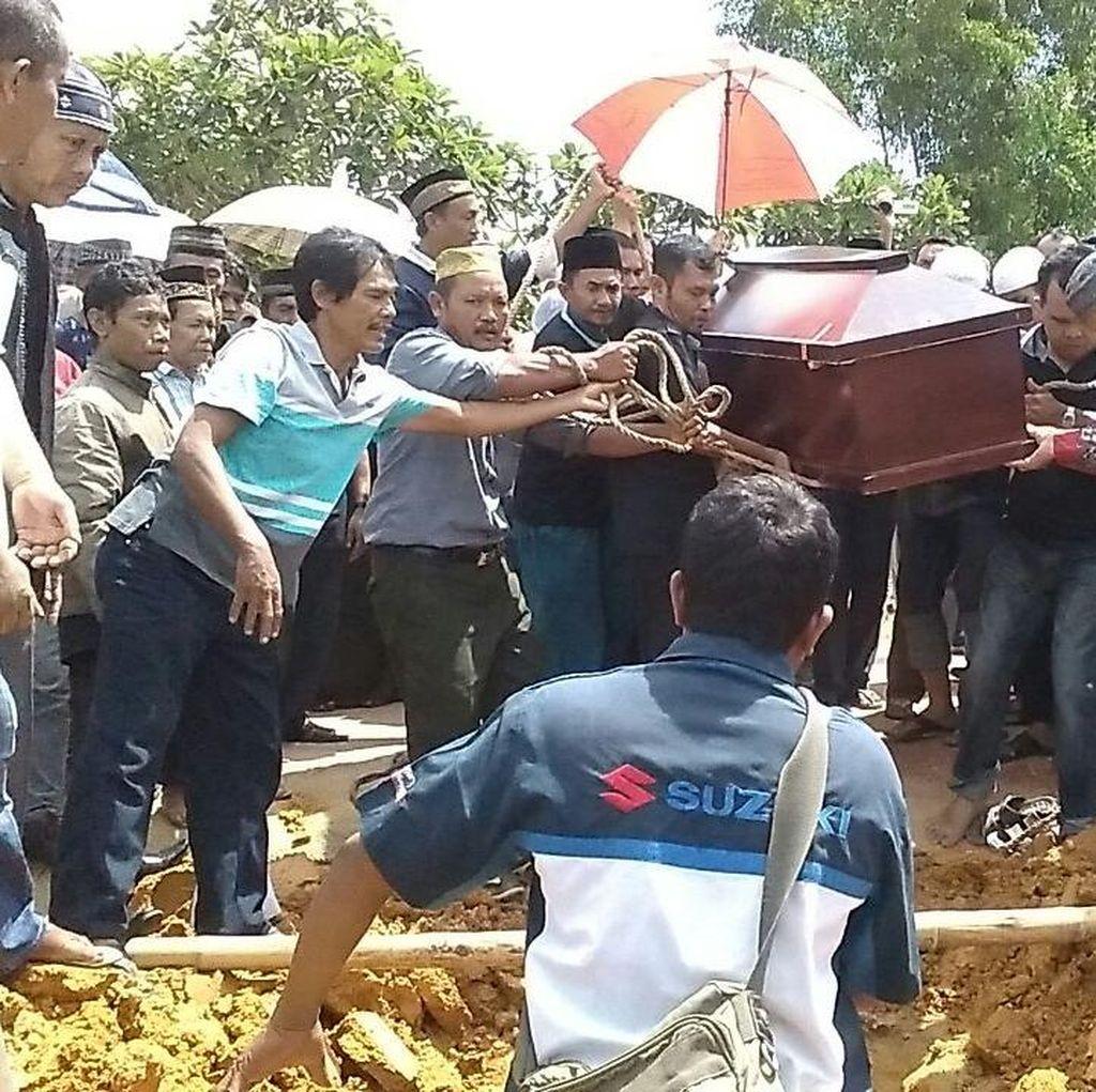 Ratusan Teman dan Guru Ikuti Pemakaman Feby di Batam, Suasana Haru Terasa