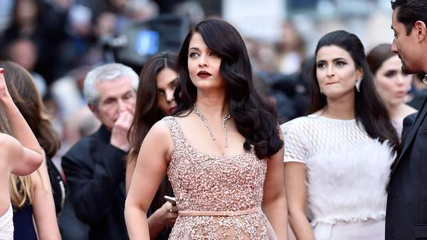 Pesona Aishwarya Rai di Red Carpet Festival Film Cannes 2016