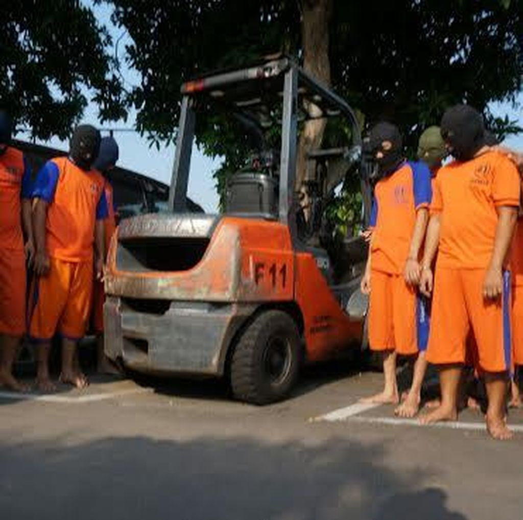 13 Karyawan Diringkus karena Kompak Curi 3.000 Kayu Lapis