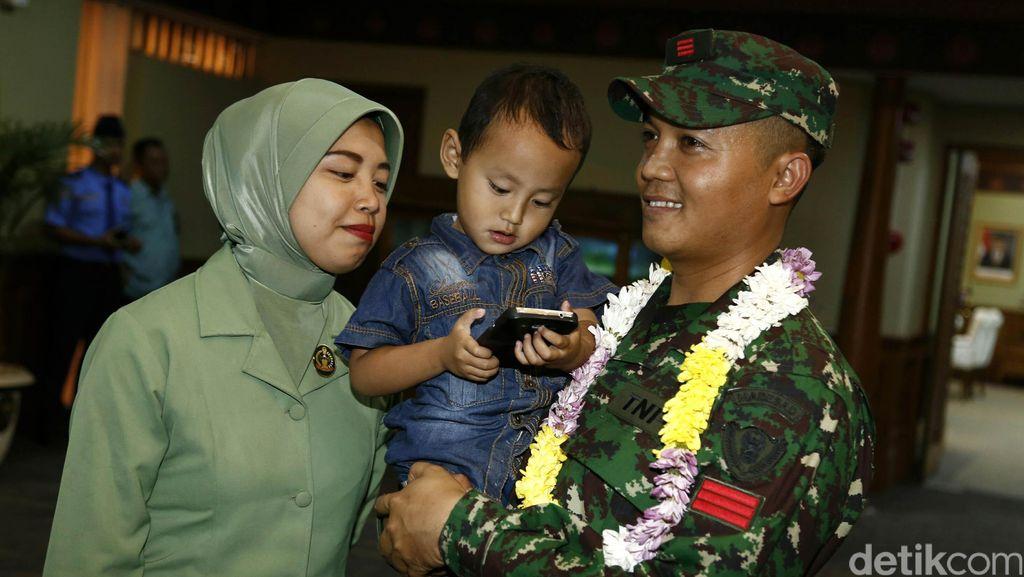 Sambutan Hangat Keluarga Untuk Tim Penembak TNI AD