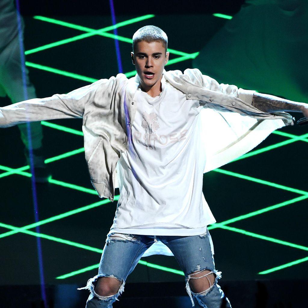 Penonton Konser Terus Berteriak, Justin Bieber Ngambek Lagi