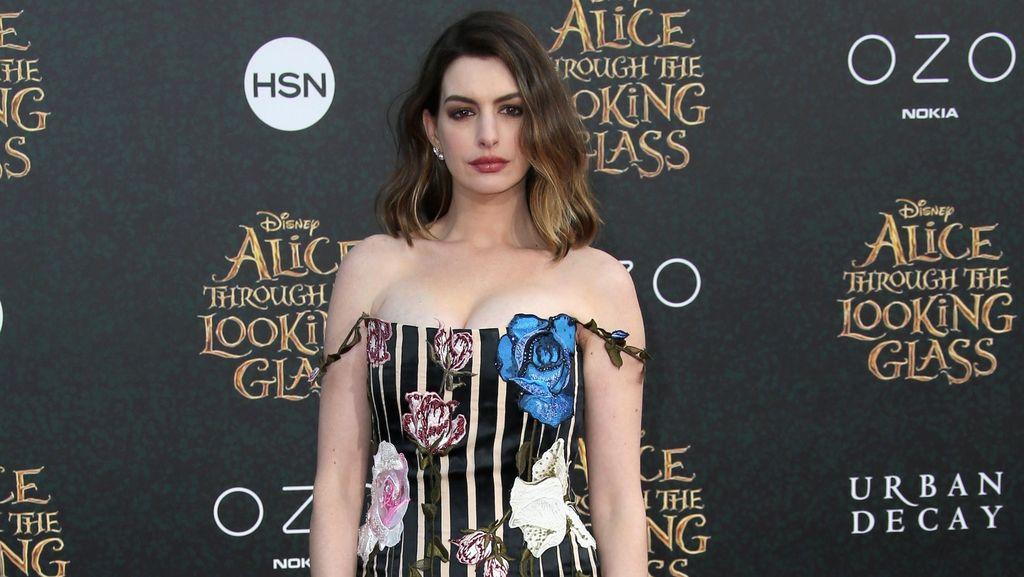 Dua Bulan Pasca Melahirkan, Anne Hathaway Sudah Seksi Lagi
