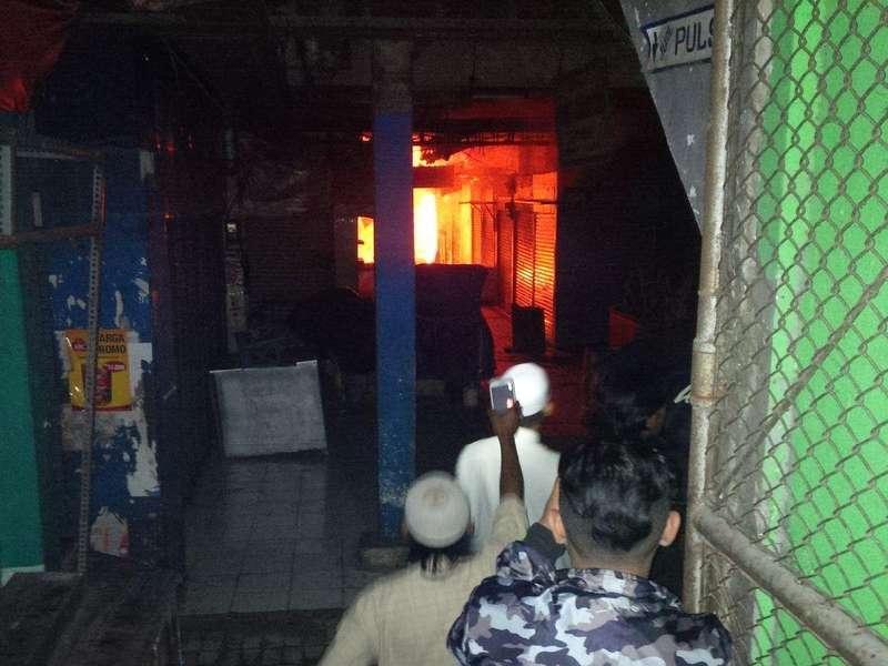 Pasar Besar Malang Terbakar, Pedagang dan Warga Panik