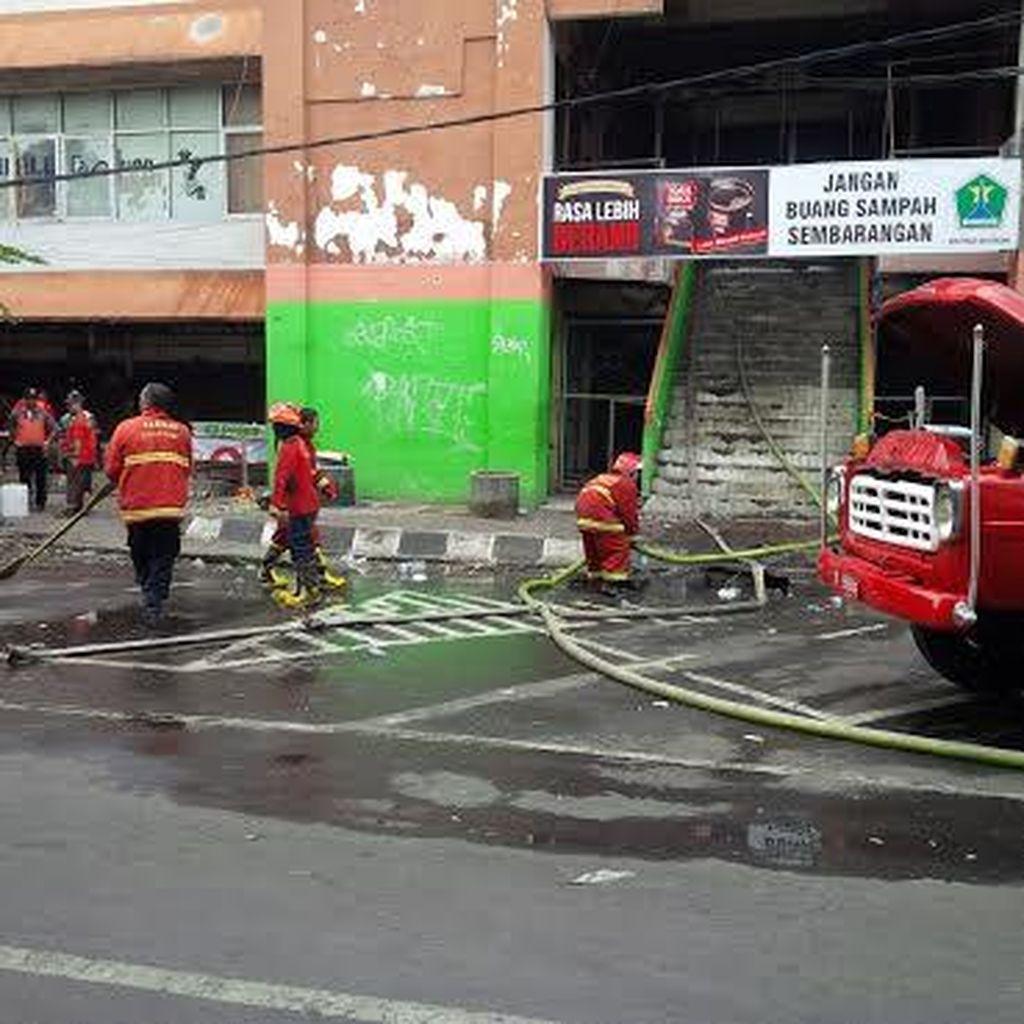 Labfor Polda Jatim Olah TKP kebakaran Pasar Besar Malang