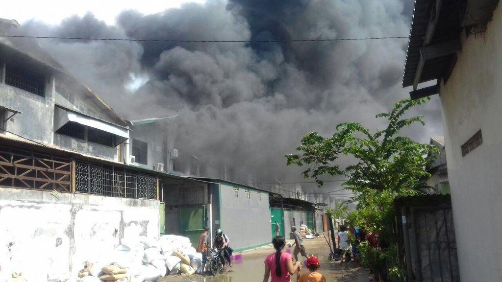 Gudang di Dadap Tangerang Terbakar, Asap Membumbung Tinggi