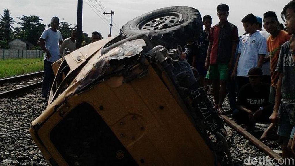 Kereta Api Tabrak Mobil di Sumut, 2 Orang Tewas dan Seorang Luka