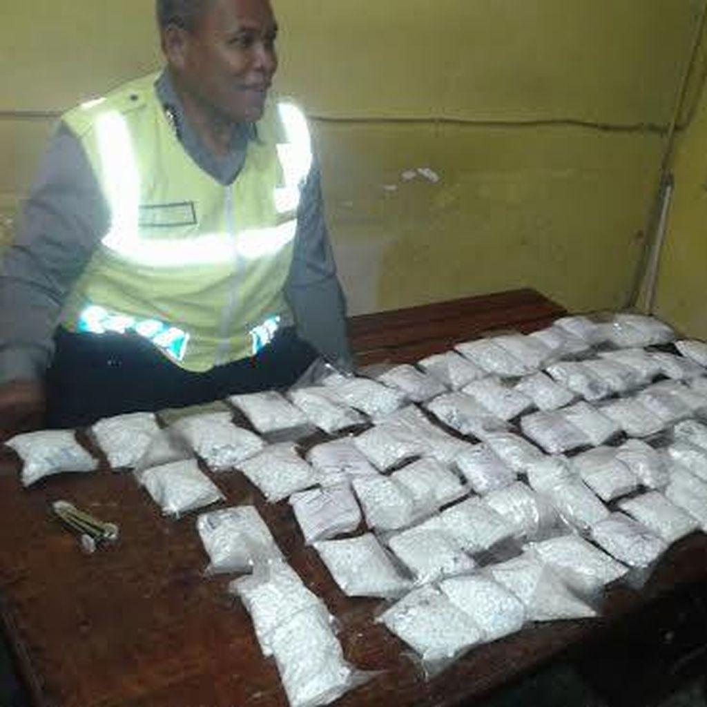 Pemburu Katak Temukan Sekarung Pil Koplo di Sawah