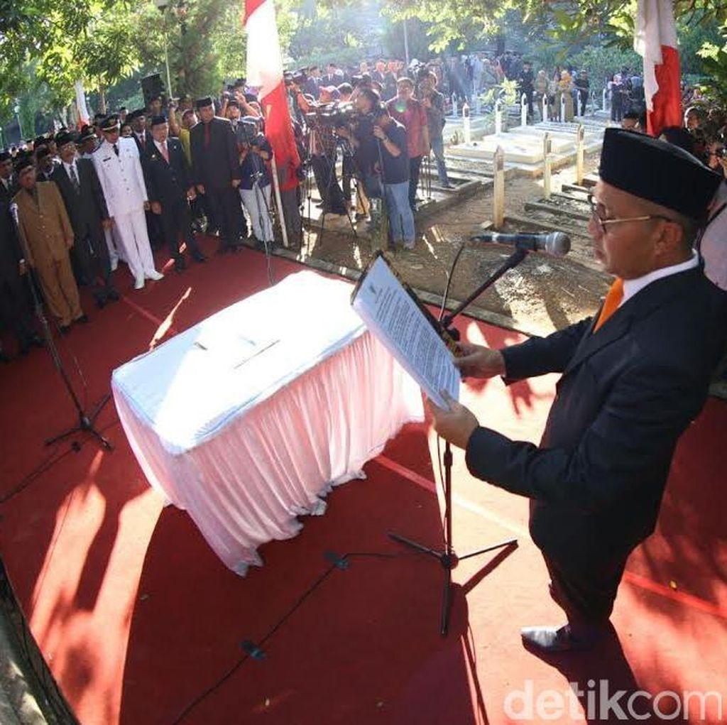 Wali Kota Makassar Lantik 105 Pejabat di Taman Makam Pahlawan: ini Alasannya