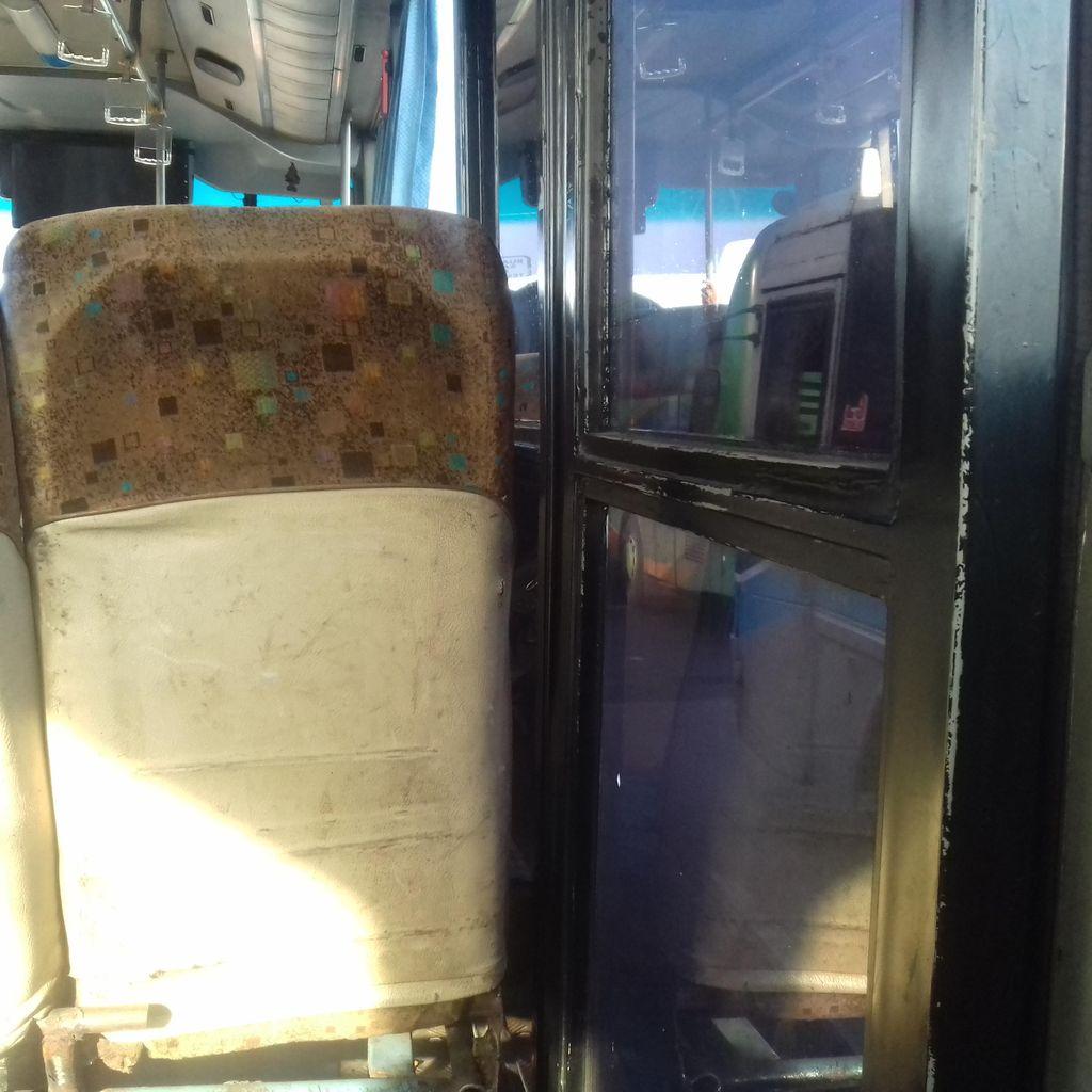 Tak Lagi Masuk Busway, Pintu Tengah Bus APTB Ditutup dengan Kursi