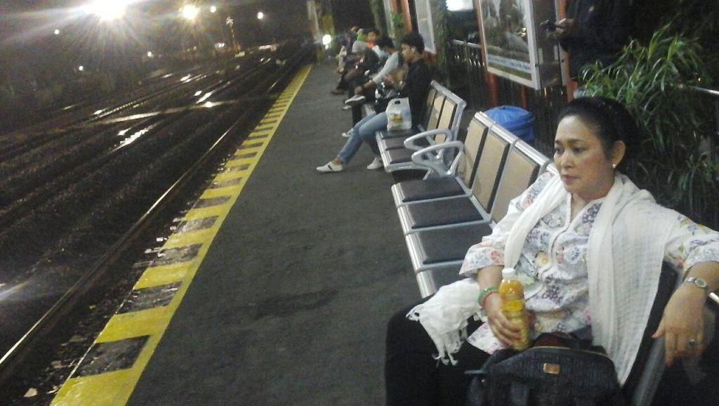 Kesan Titiek Soeharto Saat Naik Kereta Ekonomi Yogya-Solo