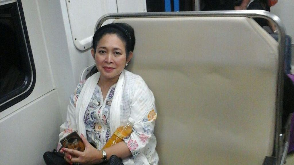 Ziarah ke Makam Soeharto, Titiek Naik Kereta Ekonomi