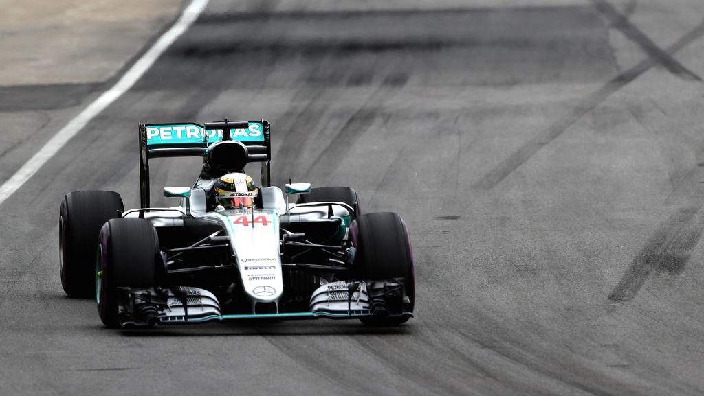 Kalahkan Vettel, Hamilton Menang di Kanada