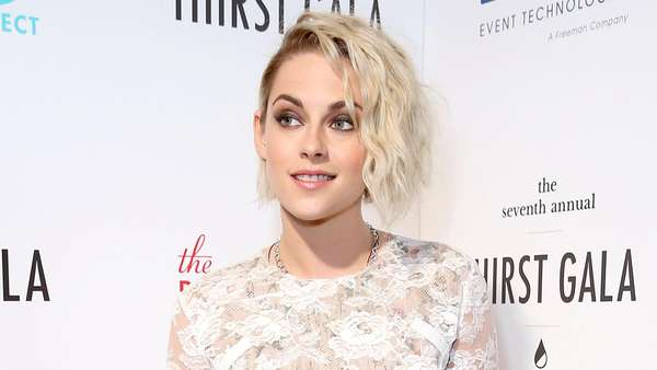 Kristen Stewart Cantik dengan Dress Semi Transparan