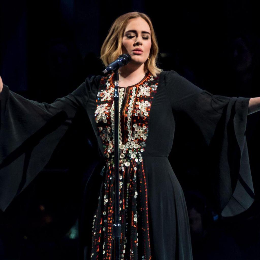 Adele Ungkap Niat Berhenti Menyanyi dan Ingin Tulis Buku