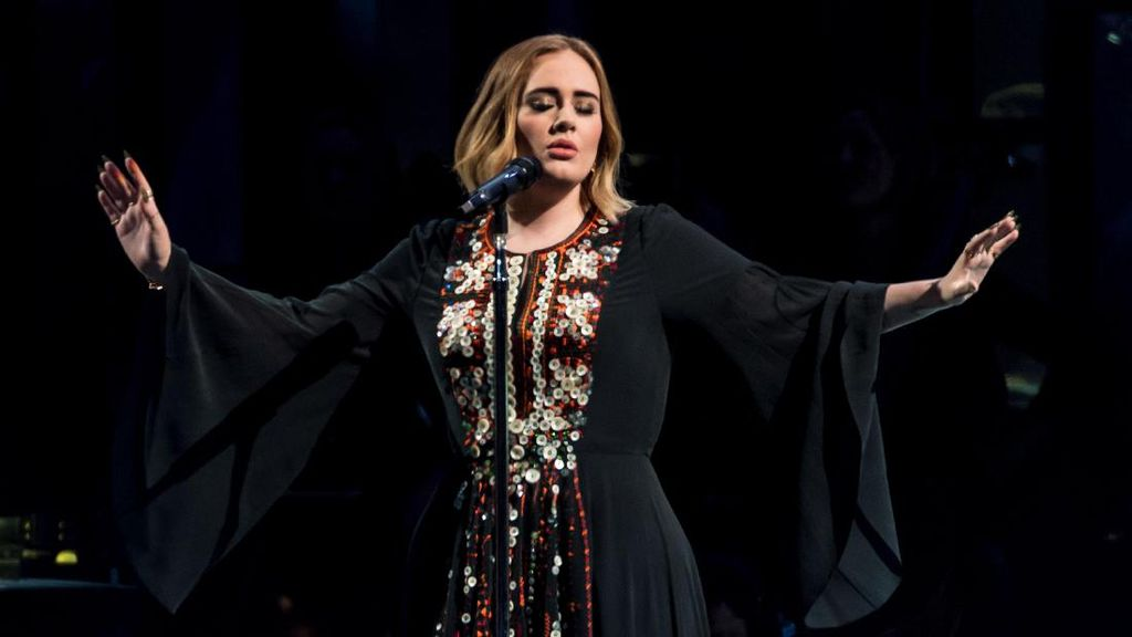 Usai Konser, Adele dapat Kejutan dari Sang Pacar