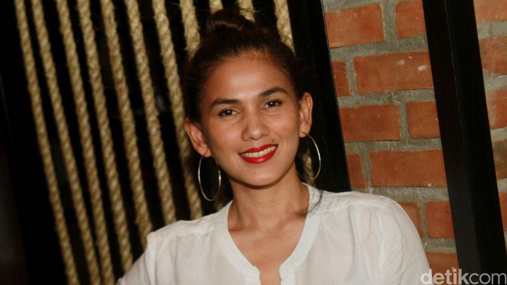 Lebaran, Nova Eliza Bingung