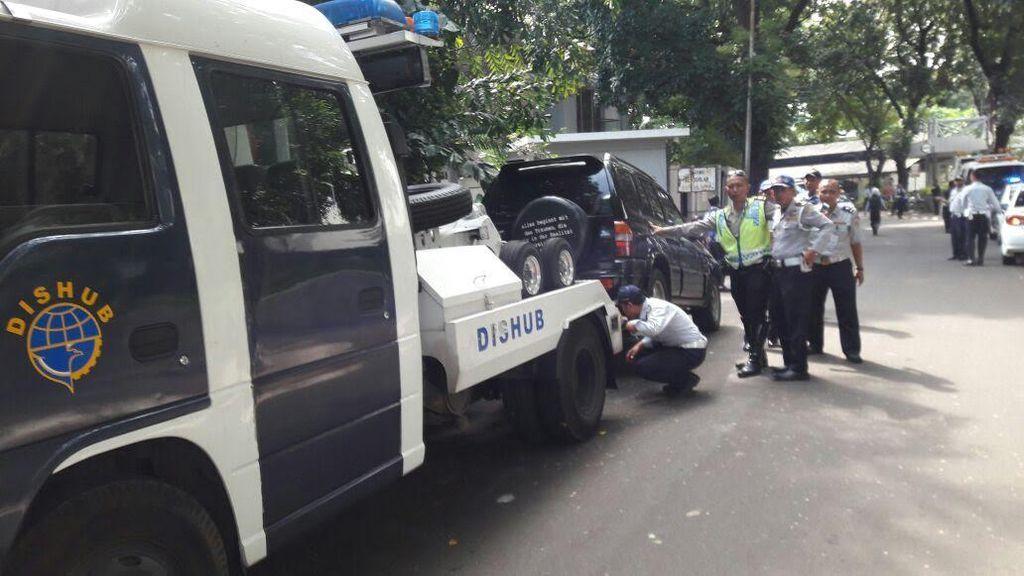 Juru Parkir Liar Menjamur, DPRD DKI: Dishub dan Kepolisian Harus Tertibkan