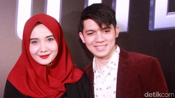 Zaskia Sungkar dan Irwansyah, Serasi dalam Warna Merah