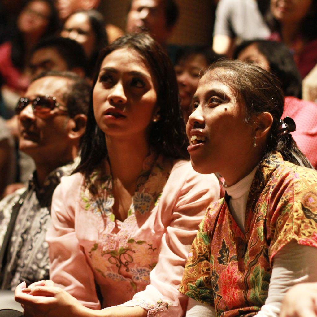 Bioskop Bisik Obati Dahaga Kaum Tunanetra yang Ingin Nikmati Film