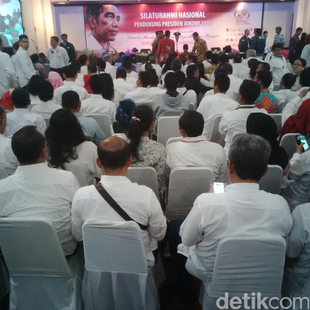 Hadir di Acara Silaturahmi, Presiden Jokowi Disambut Ribuan Relawan