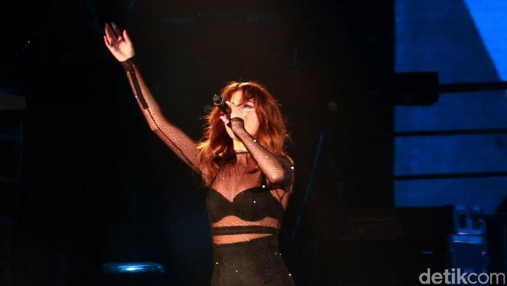 Selena Gomez Istirahat dari Dunia Hiburan karena Lupus