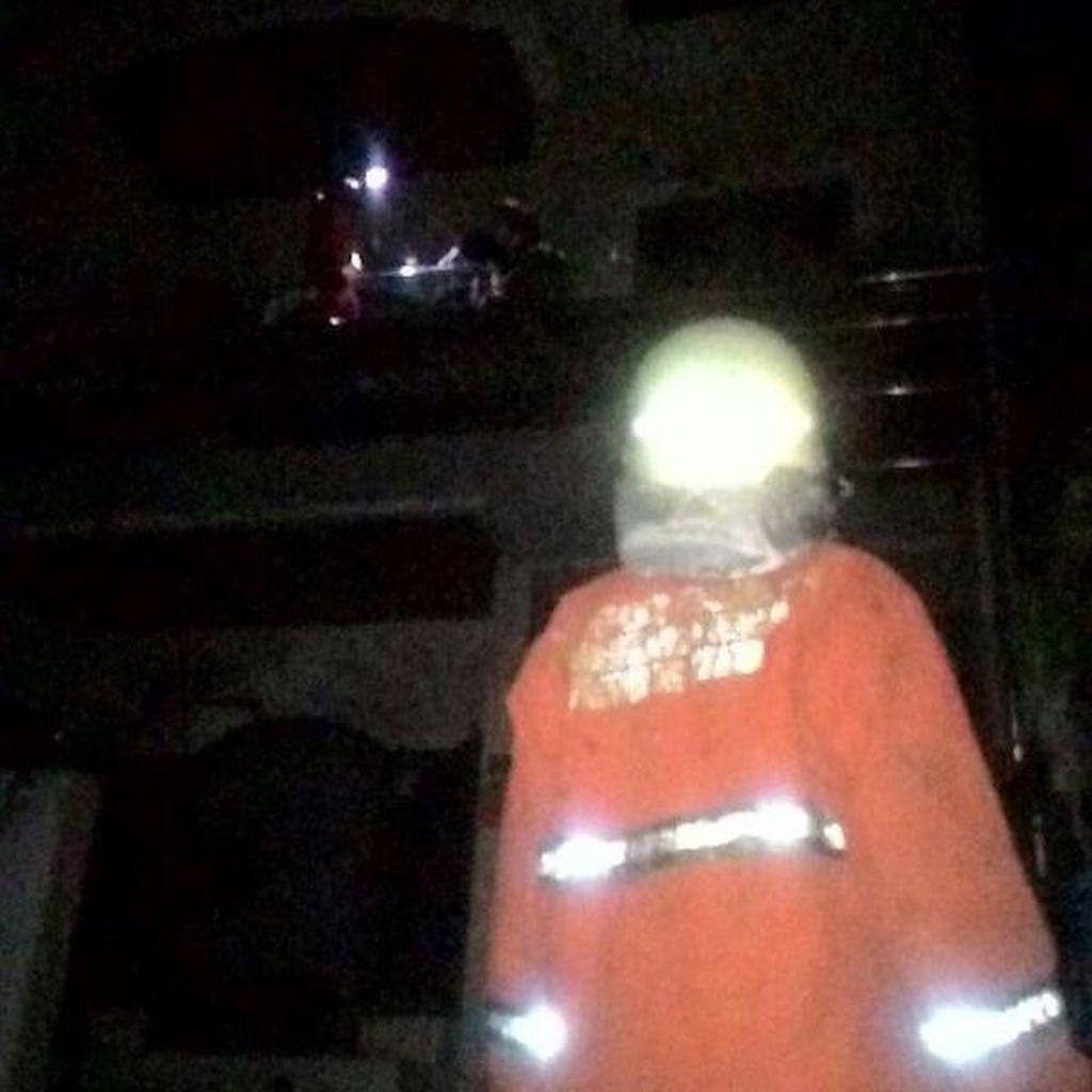 Kebakaran Rumah di Duren Sawit, 8 Mobil Pemadam dikerahkan