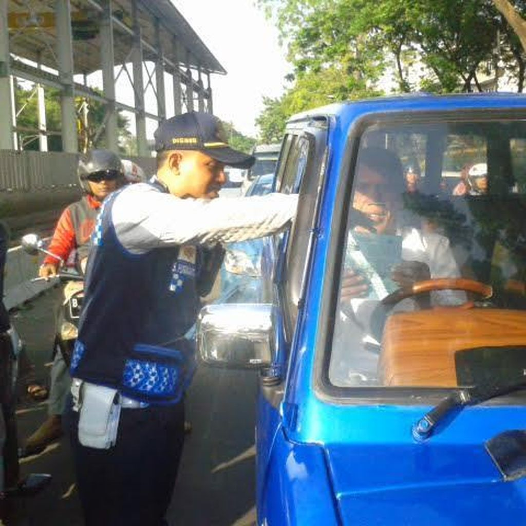 Uji Coba Ganjil-Genap, Mobil Pelat Genap Dibiarkan Lewat di Jl Sisingamangaraja