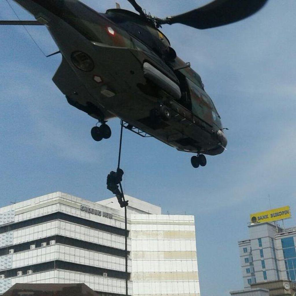 Warga Sempat Heboh Lihat Simulasi Pengamanan VVIP di Tol Pancoran
