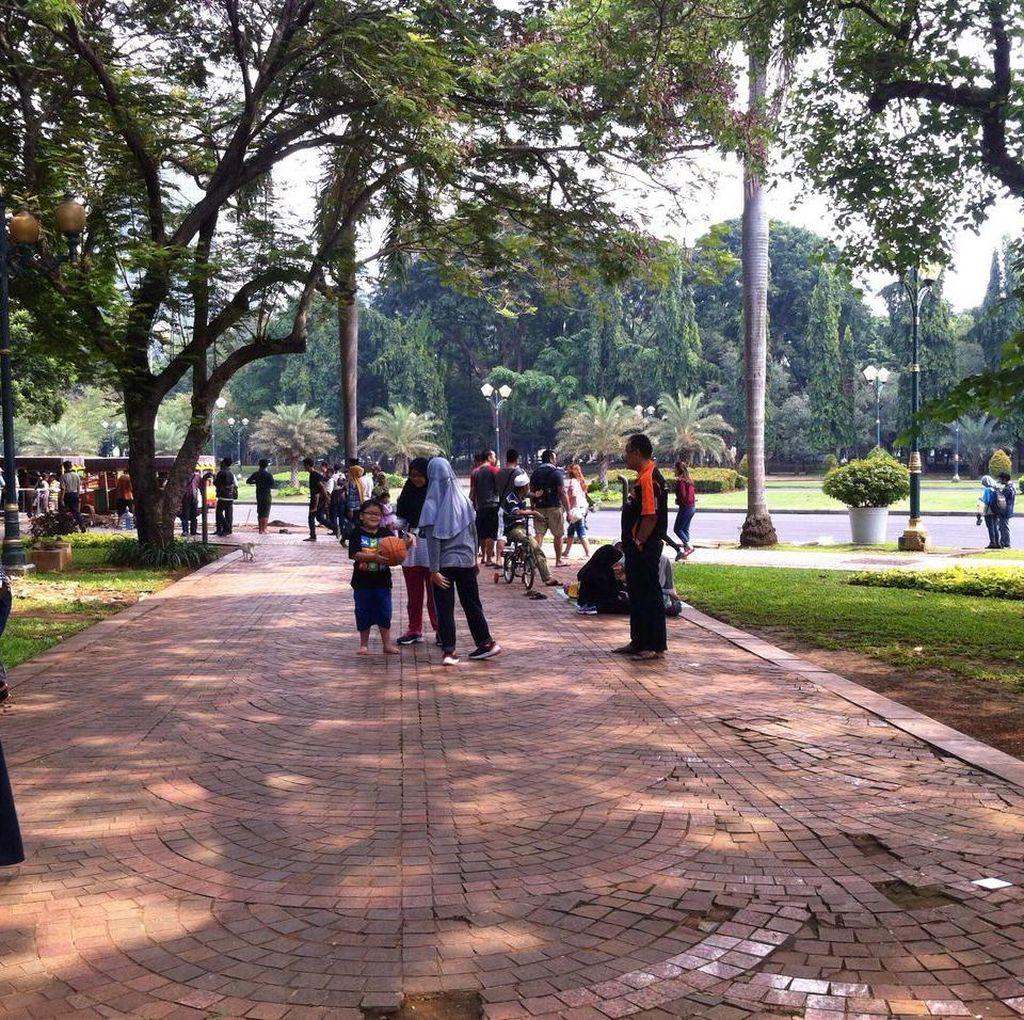 Bersih dan Tak Ada PKL, Bikin Monas Makin Ramai Dikunjungi Wisatawan
