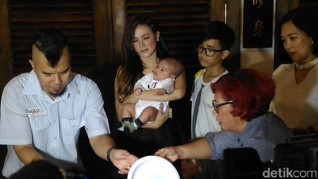 Ahmad Dhani Terjun ke Bekasi, Mulan Jameela Ikut Senam