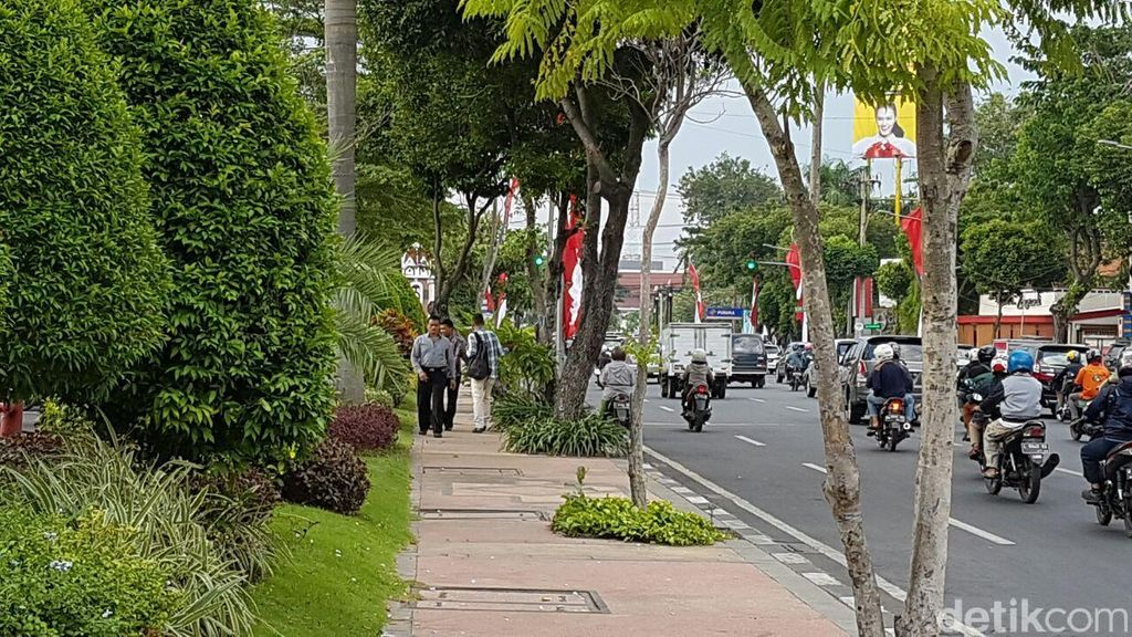 Beda dengan Jakarta, Trotoar Surabaya Cantik dan Nyaman Bagi Pejalan Kaki