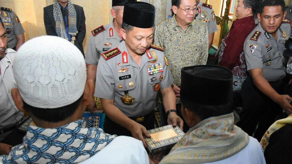 Kapolri Tito Sumbang 1.000 Alquran di Kampung Nelayan Semarang