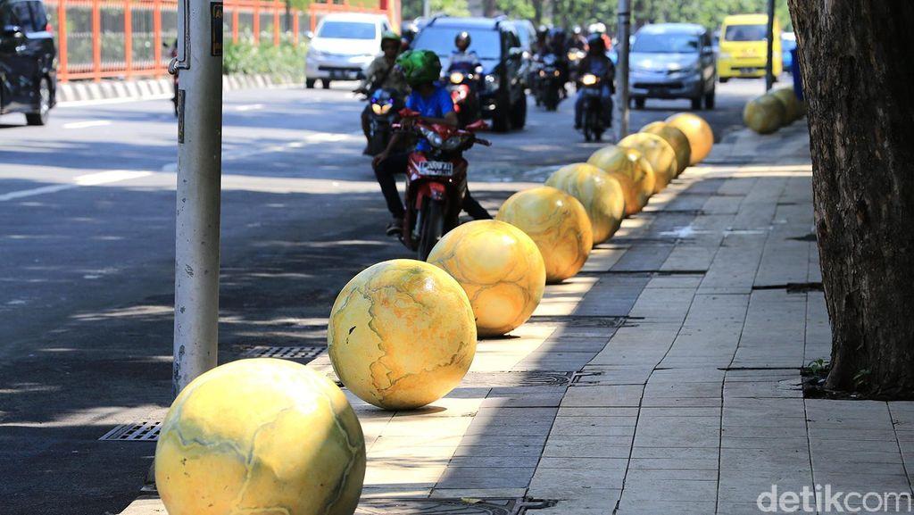 Bola Dunia, Percantik Trotoar dan Beri Rasa Aman Pejalan Kaki di Surabaya