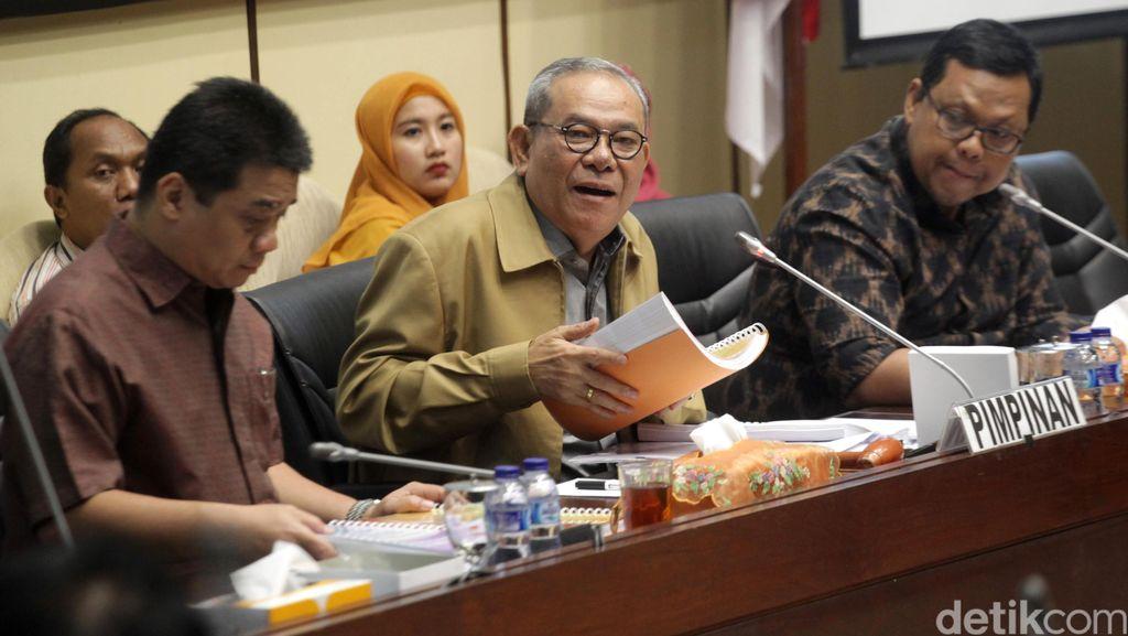 Komisi II DPR Minta KPK Usut Rekening Gendut 10 Kepala Daerah