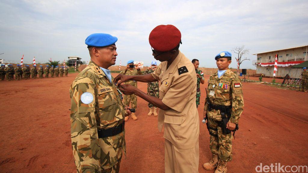 Prajurit TNI Dapat Medali Kehormatan dari Presiden Afrika Tengah