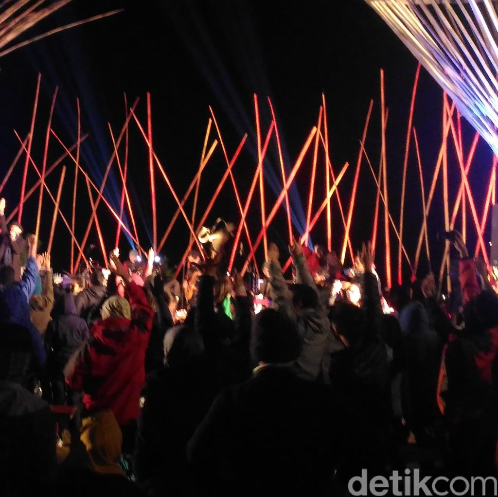 Berdendang Bareng The Groove di Penutupan Jazz Gunung Bromo 2016