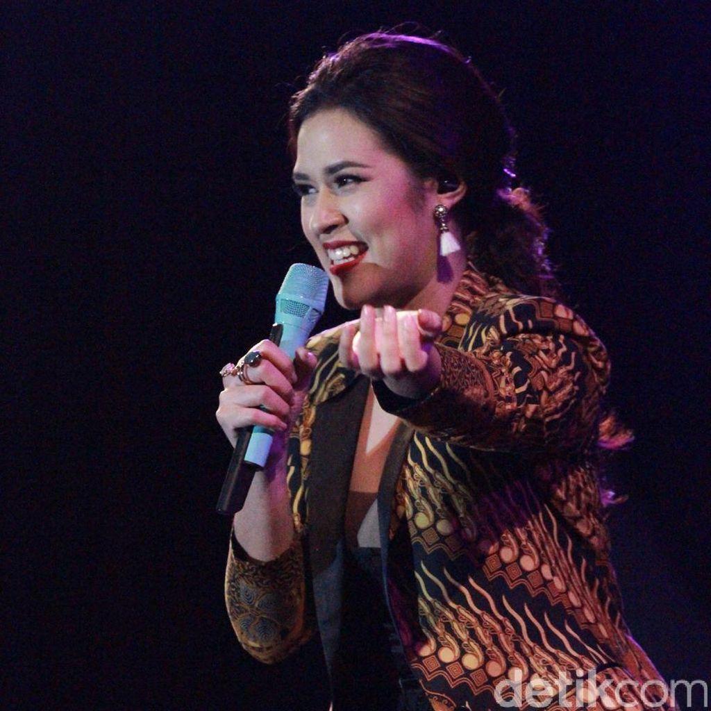 Jatuh Hati Bareng Raisa di Prambanan Jazz 2016