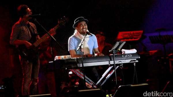 Gaya Aura Kasih Saat Nonton Prambanan Jazz