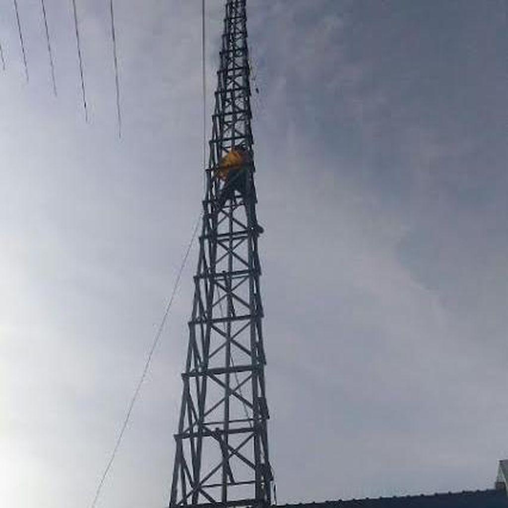 Diduga Stres, WNA Afganistan Panjat Tower HT Imigrasi Jayapura