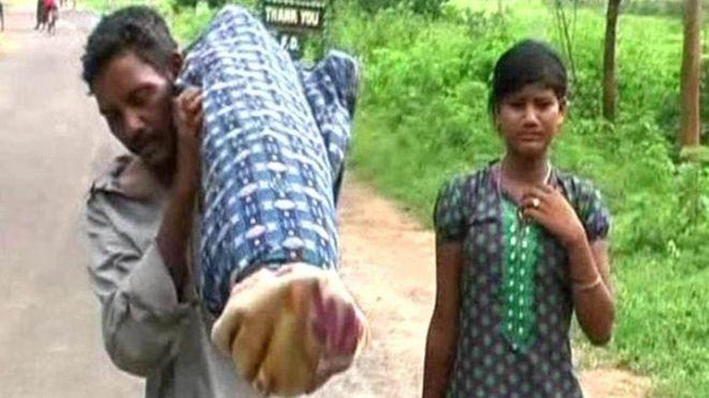 Tak Punya Uang, Pria di India Ini Gendong Jenazah Istrinya Sejauh 12 Km